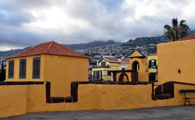 Forte Sao Tiago con Funchal al fondo Madeira